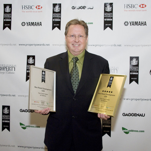 Ron Loch, Taubman Vice President Planning and Design, accepts the International Property Award for Best Retail Development, USA for City Creek Center in Salt Lake City. (PRNewsFoto/Taubman Centers) (PRNewsFoto/TAUBMAN CENTERS)