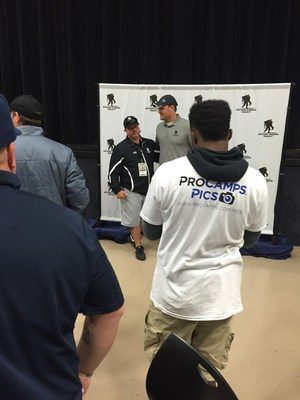 Dallas Cowboys Tight End Jason Witten met with injured veterans at a recent Wounded Warrior Project event.