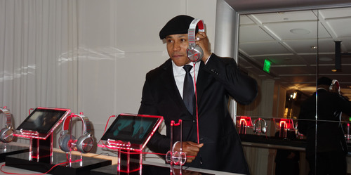 "LL COOL J and Sony X Headphones ""Take It"" Easy at Hennessy's Pre-Grammy Dinner in LA.  (PRNewsFoto/Sony Electronics)"