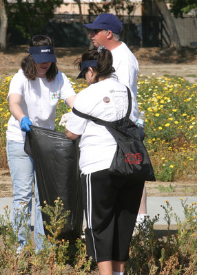 SANYO North America Employees Volunteer for International Coastal Cleanup Day