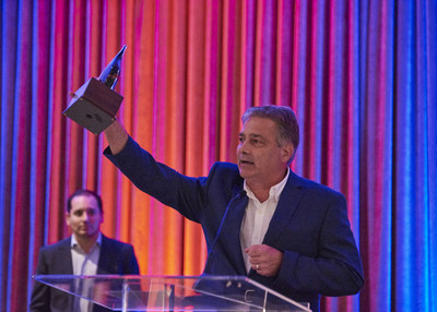Ken Sahlin, CEO, DOmedia, accepts the award for Best Growth Stage Company at the 2016 VentureOhio Gala. Photo credit: Stephen Takacs