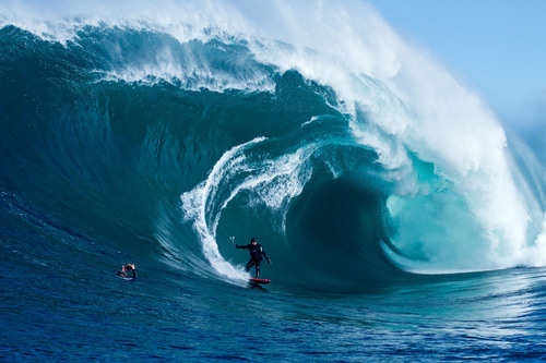 3net - The 24/7 3D Network From Sony, Discovery And IMAX - To Debut World Premiere Of Groundbreaking 3D Sportumentary Series 'STORM SURFERS,' August 19, 2012.  (PRNewsFoto/3net)
