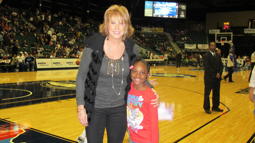 Basketball Hall of Famer Nancy Lieberman Applauds Big Brothers Big Sisters' Choice of Jamie Foxx as National Spokesperson.  (PRNewsFoto/Big Brothers Big Sisters)