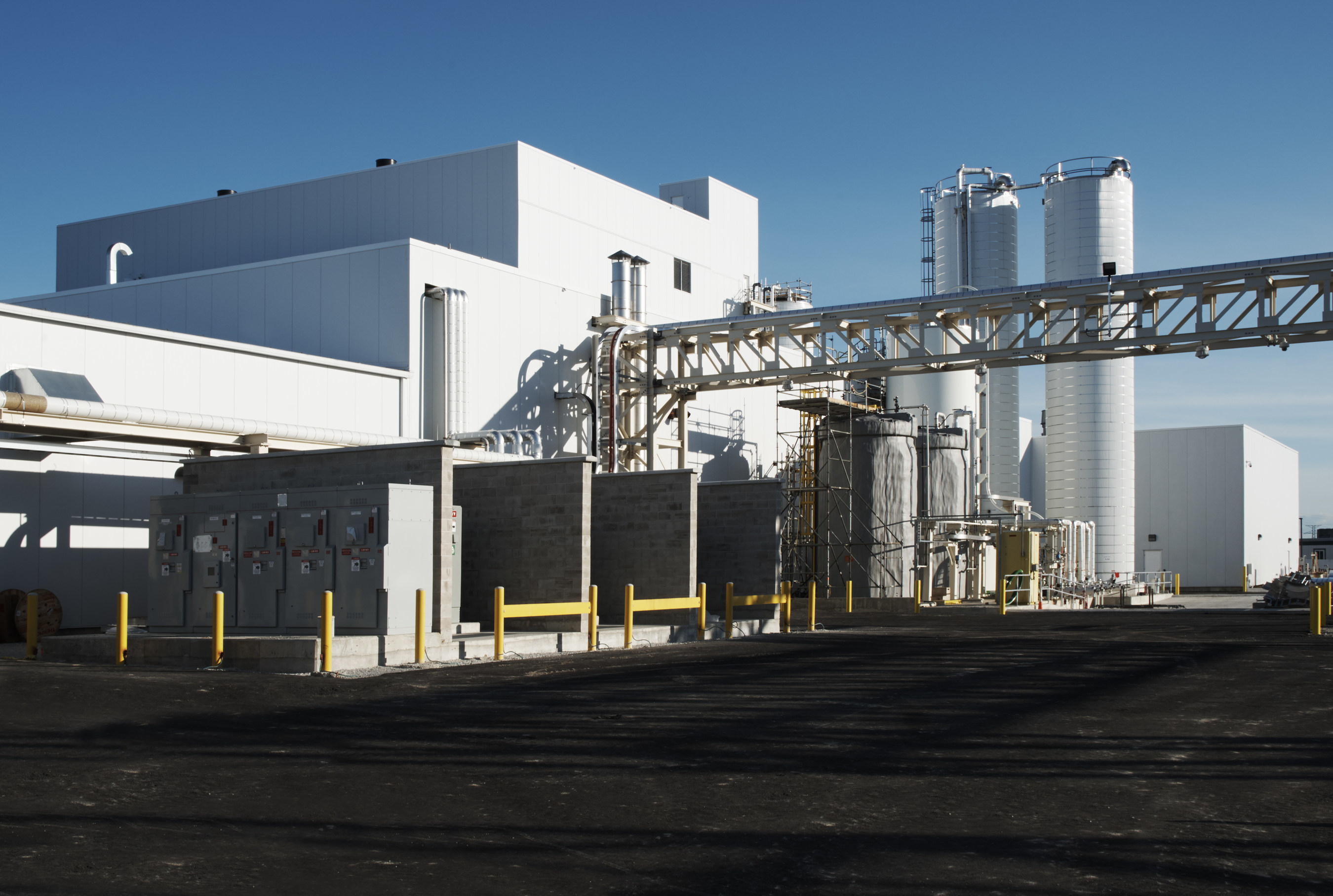 Side view of BioAmber Sarnia's Bio Succinic Acid Plant