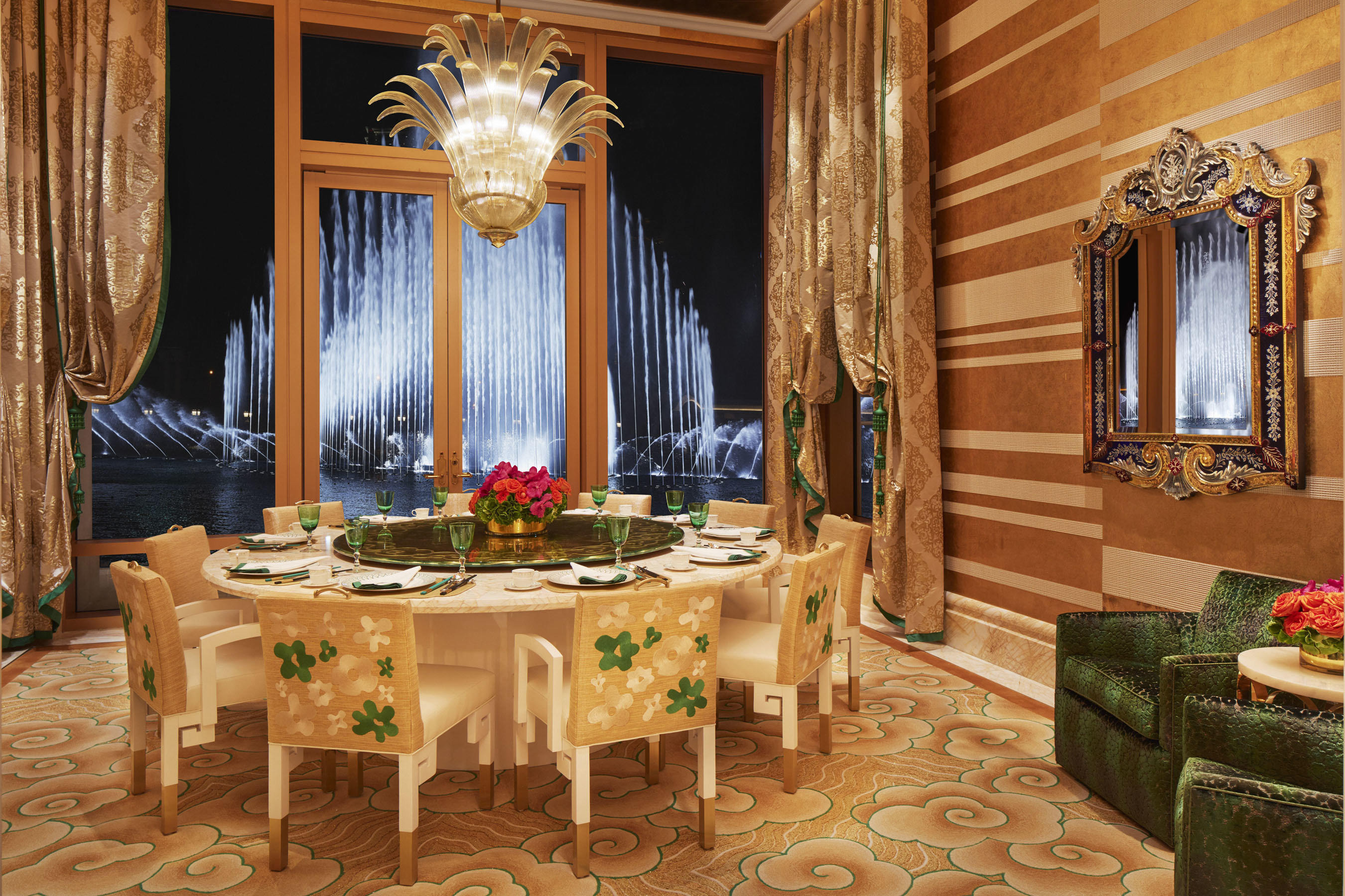 Guests can enjoy privacy at the restaurant's uniquely designed private rooms, while enjoying the ultimate spectacle: the magnificent Performance Lake.