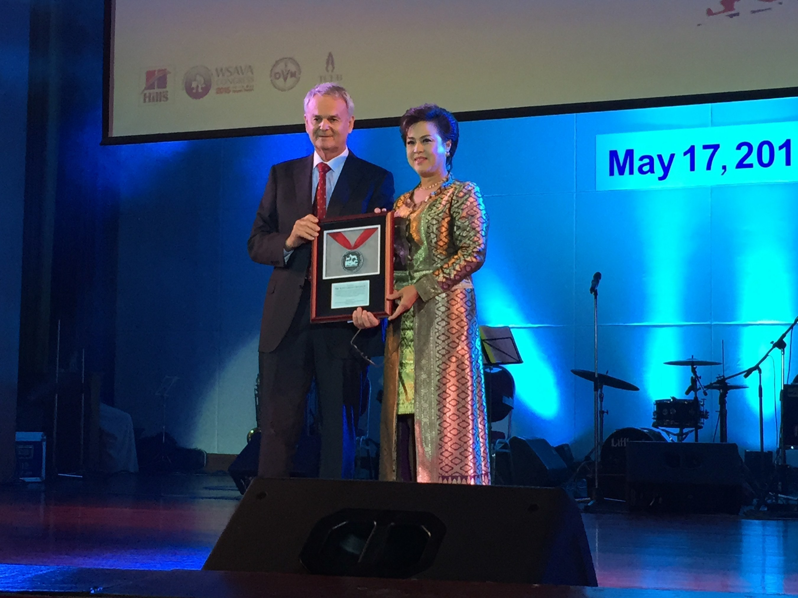 Dr. Nantarika Chansue, a noted turtle and tortoise veterinarian, is the recipient of the third annual Henry Schein Cares International Veterinary Community Service Award. The award was presented at the recent Gala Dinner of the 2015 World Small Animal Veterinary Association World Congress (WSAVA 2015), held in Bangkok, Thailand. Dr. Nigel Nichols, Vice President, International Animal Health Group - APAC Region, Henry Schein, presented the award to Dr. Chansue.