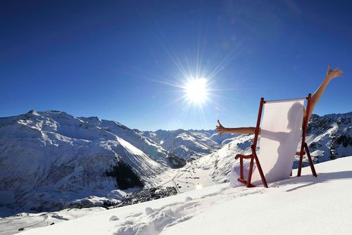 Andermatt Swiss Alps, an all-season destination, encompasses 1.4 million square meters of perfectly located ...