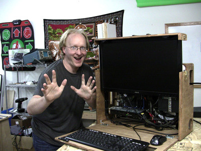 Ben Heck builds retro-inspired portable LAN computer for mod-off challenge with Hak5's Darren Kitchen in element14's 'The Ben Heck Show.'  (PRNewsFoto/element14)