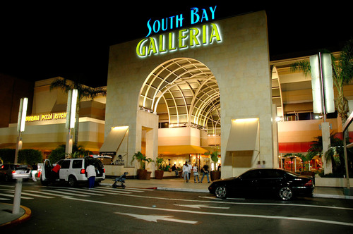 South Bay Galleria in Redondo Beach.  (PRNewsFoto/South Bay Galleria)