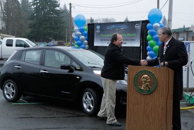 Washington Gov. Jay Inslee presents Steve Marsh with a special pin as Washingtonian of the Day in celebration of Marsh reaching 100,000 gas-free miles in his 2011 Nissan LEAF. Marsh, a Kent, Wash., resident, is the first known LEAF owner to drive 100,000 miles.  (PRNewsFoto/Nissan North America)
