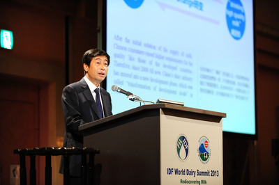 """October 30th, the second meeting of 2013 World Dairy Summit was held in Yokohama, Japan. As the representative of the Chinese milk companies, CEO of Yili Group, Zhang Jianqiou, was invited to attend the meeting and gave a speech on the topic of """"Develop through Melange, Win-Win by Innovation - China's Dairy Industry in the Globalization."""" (PRNewsFoto/Yili Group) (PRNewsFoto/YILI GROUP)"""