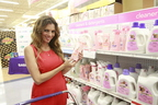 "Lianna Grethel Visits Dallas Babies""R""Us to Greet Fans and Share Her Own New-Parent Experiences (PRNewsFoto/Procter & Gamble)"