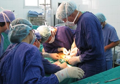 AOFAS volunteer Angus McBryde, MD, (right) works with local surgeons at Viet Duc Hospital in Hanoi, Vietnam. (PRNewsFoto/AOFAS)