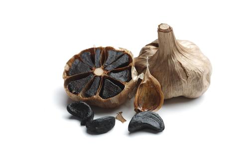 Black garlic bulb with cloves (PRNewsFoto/Black Garlic _UK_ Ltd)