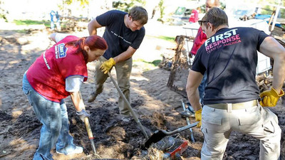 Lowe's Heroes teamed up with the First Response Team of America, one of Lowe's disaster relief partners, to help clean up communities and assist homeowners in Colorado.   (PRNewsFoto/Lowe's)