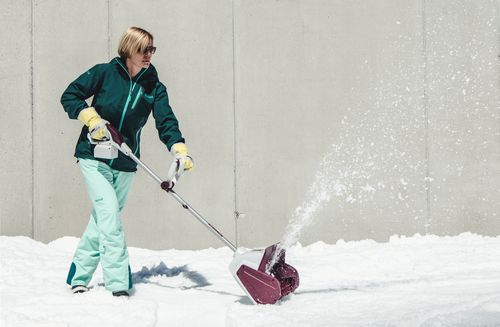 Sonneck celebrates 140 years and inserts with its Accu-snow throwers a global innovation to the market. (PRNewsFoto/Sonneck)
