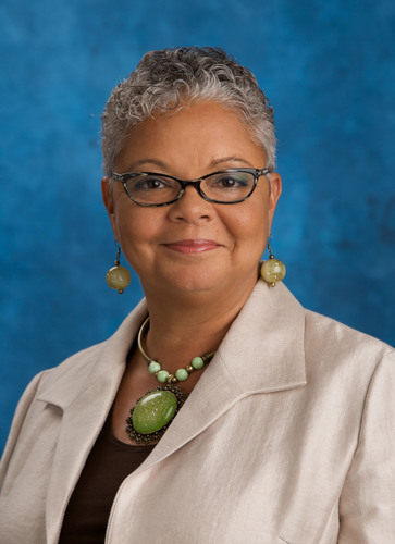 Freda Lewis-Hall, MD, was named the Healthcare Businesswomen's Association's (HBA) 2011 Woman of the Year. Dr. Lewis-Hall is the CMO of Pfizer.  (PRNewsFoto/Healthcare Businesswomen's Association, William Vazquez)