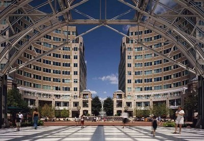 The Reston Town Center is one of many attractions travelers can visit in Washington, D.C. Now through Sept. 7, 2014, three Dulles hotels are offering a Weekend #LikeALocal Package that includes deluxe accommodations, breakfast for two, free Wi-Fi, late check-out time and a $20 Uber ride credit for new users. Hotels include the Washington Dulles Airport Marriott, Washington Dulles Marriott Suites and Westfields Marriott Washington Dulles. For information, visit www.marriott.com/marriott-hotels/washington-dc-hotel-promotions.mi or call 1-877-627-7468. (PRNewsFoto/Marriott International)