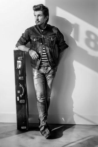 "Juanes ""Loco de Amor"" European Tour 2015 (PRNewsFoto/Sparring Partners GmbH)"