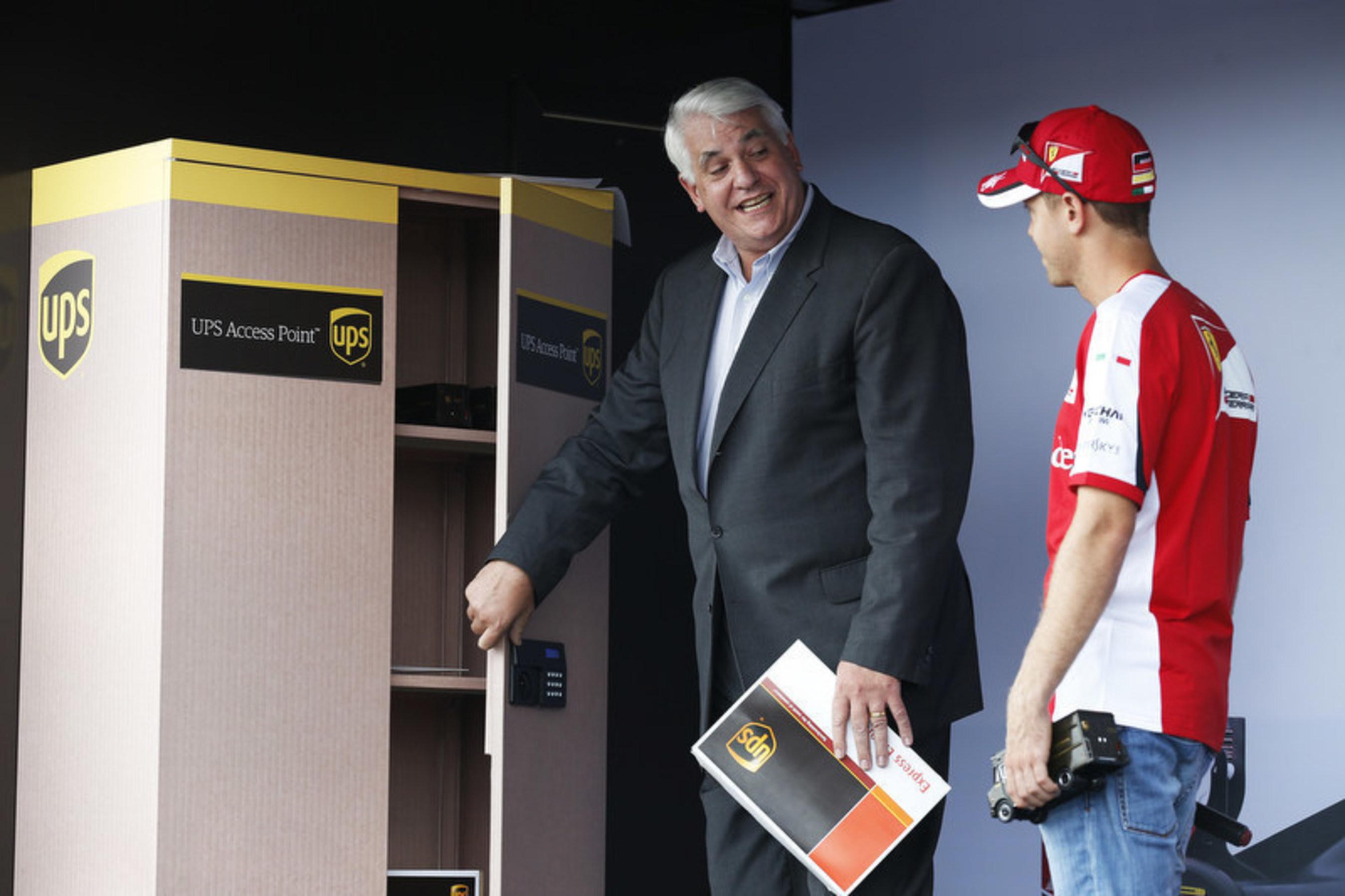 UPS organiza uma retirada de pacote especial em um UPS Access Point para o piloto Sebastian Vettel,