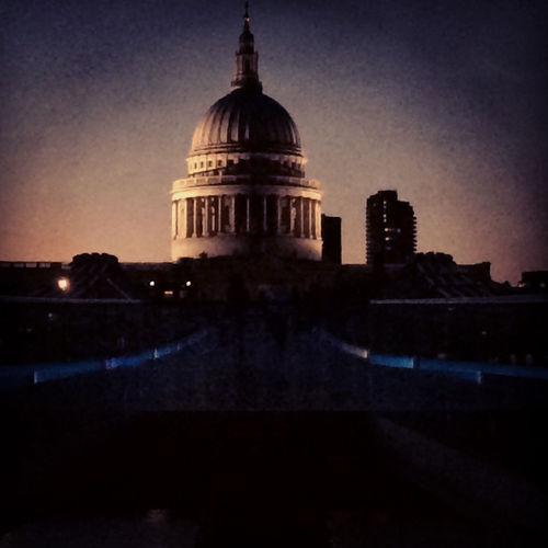 St Paul's Cathedral at night (PRNewsFoto/American Express)