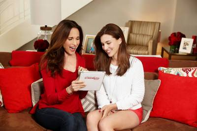 Actress Andie MacDowell and daughter Rainey Qualley partner with Extra Strength TYLENOL(R) on STORIES OF STRENGTH, a program encouraging individuals to honor someone who has been a source of strength in their lives. Visit www.TylenolStoriesOfStrength.com to learn more. (PRNewsFoto/McNeil Consumer Healthcare)