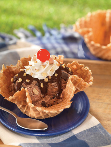 Baskin-Robbins Is Celebrating Back-To-School Season By Bringing Back Its Buy One Get One Free Two-Scoop Sundae Offer.  (PRNewsFoto/Baskin-Robbins)
