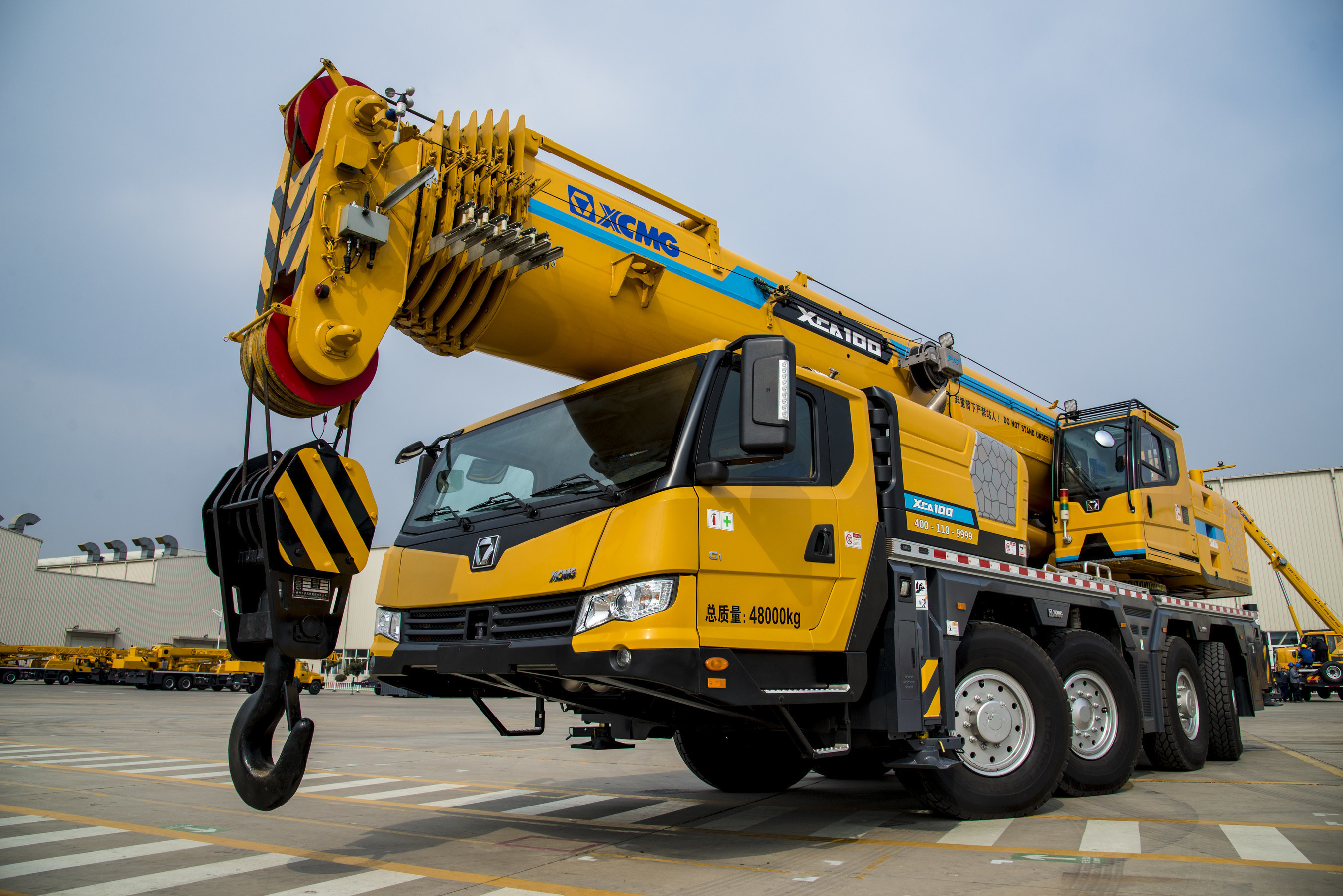 One centerpiece of the XCMG G-series launch is the XCA100E, the all-terrain crane equipped with new energy-saving hydraulic system and intelligent boom design as well as a smart travelling control system.