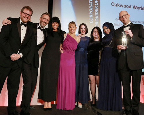 Representatives from Oakwood Worldwide accept the Corporate Housing Provider of the Year award. Pictured L to R: Miles Jupp (EMMAs compere), Richard Whittaker, Debbie Lundon, Claire Barrie, Emma Young, Amy Easthope, Fahima Begum, Michael Cadden (FEM New York Chapter Lead).  (PRNewsFoto/Oakwood Worldwide)
