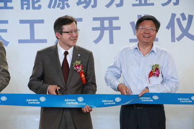 Kenneth Yeng (left), vice president and general manager, Johnson Controls Power Solutions China, attends the opening of Johnson Controls' China Chongqing Plant along with Mr. Qin Min, Party Secretary of Fuling District, Chongqing City, China.(PRNewsFoto/Johnson Controls)