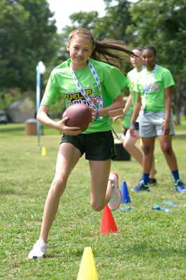 CALIFORNIA DAIRY FAMILIES SUPPORT KIDS WITH STATEWIDE PHYSICAL ACTIVITY AND NUTRITION PROGRAM IN CALIFORNIA SCHOOLS (PRNewsFoto/California Milk Advisory Board)