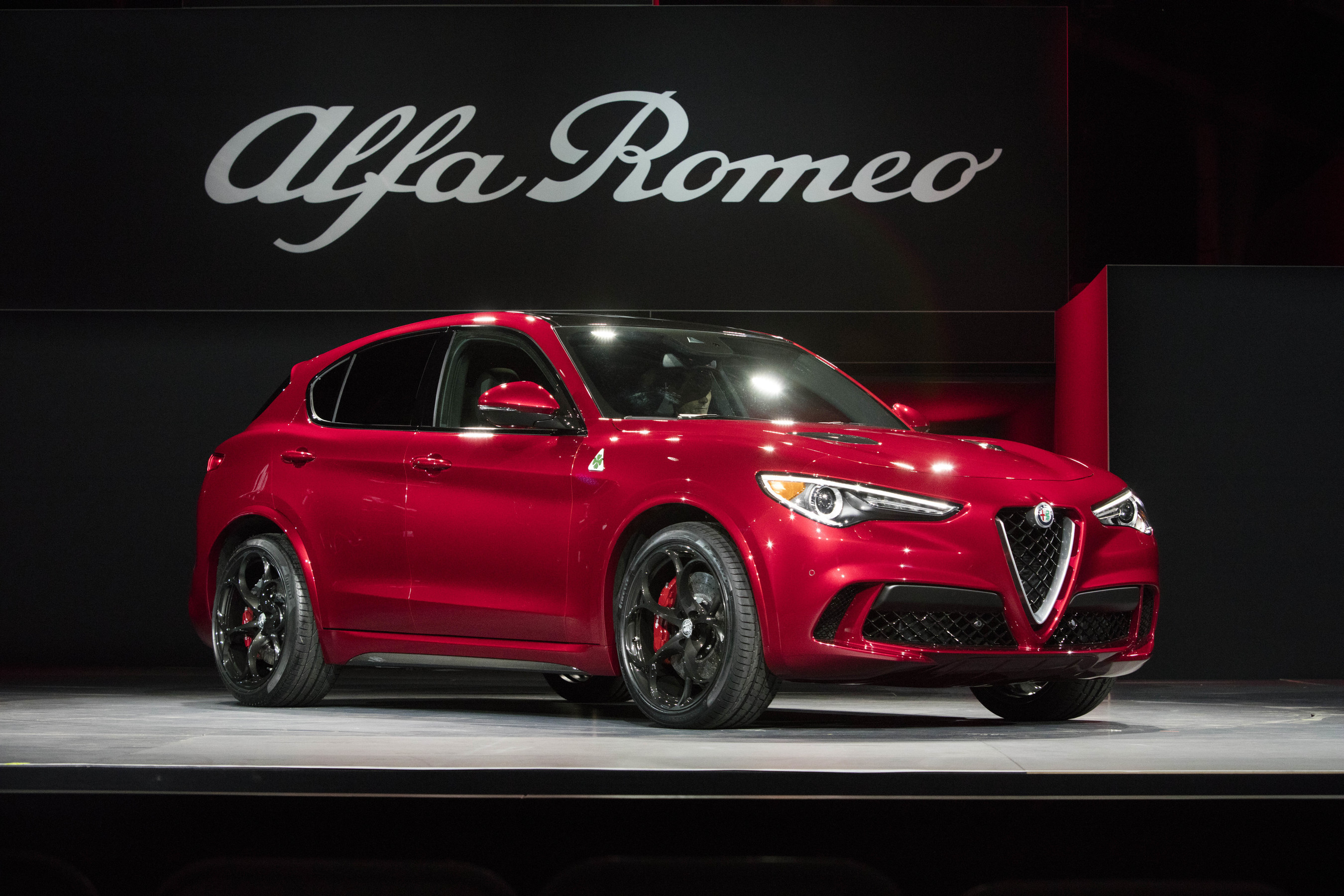 All New 2018 Alfa Romeo Stelvio Suv Wins Cars S First Ever Best In Show Award At 2016 L A Auto