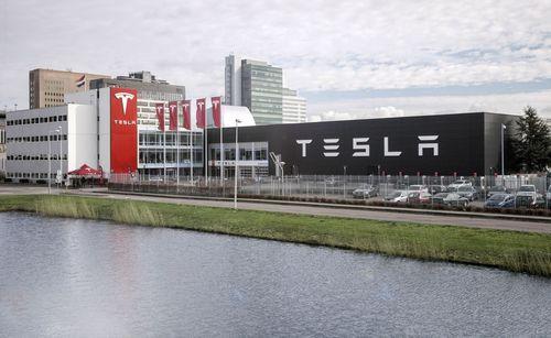 Amsterdam Zuid-Oost Exterior (PRNewsFoto/Tesla Motors Inc)