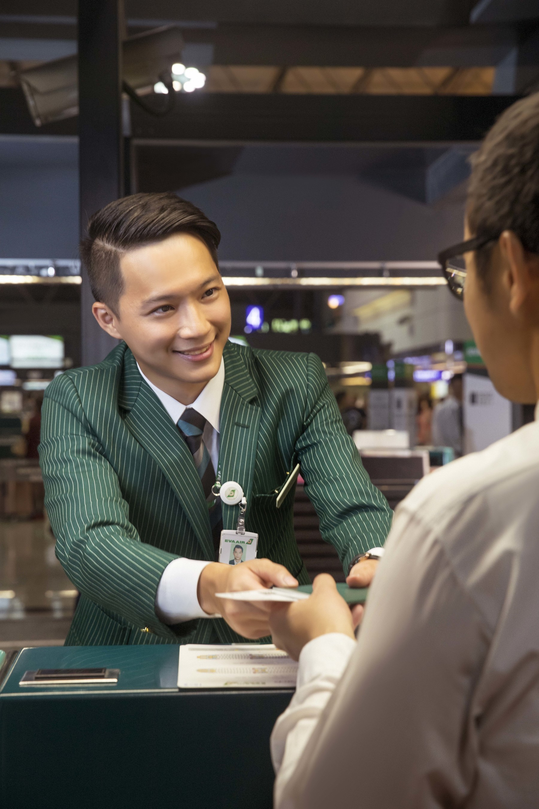 "After a satisfaction survey of 19 million travelers, SKYTRAX has rated EVA Air among the ""World's Top 10 Airlines of 2016."" EVA ranks number one as ""Best Trans-Pacific Airline"" and ""Best Business Class Comfort Amenities."""