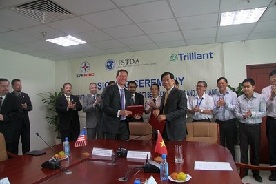 EVN Vietnam and Trilliant Signing Ceremony, with USTDA Officials Present (PRNewsFoto/Trilliant)