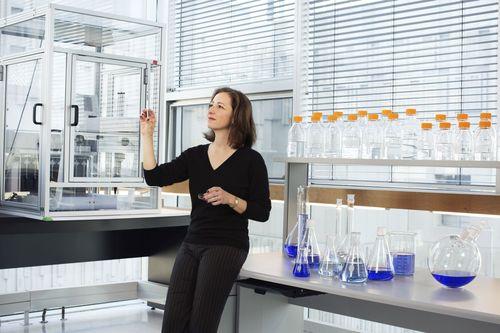 Professor Molly Shoichet, Laureate of the 2015 L'Oreal-Unesco For Women in Science Award. Photo copyright Brigitte Lacombe. (PRNewsFoto/L'Or___al_ UNESCO)