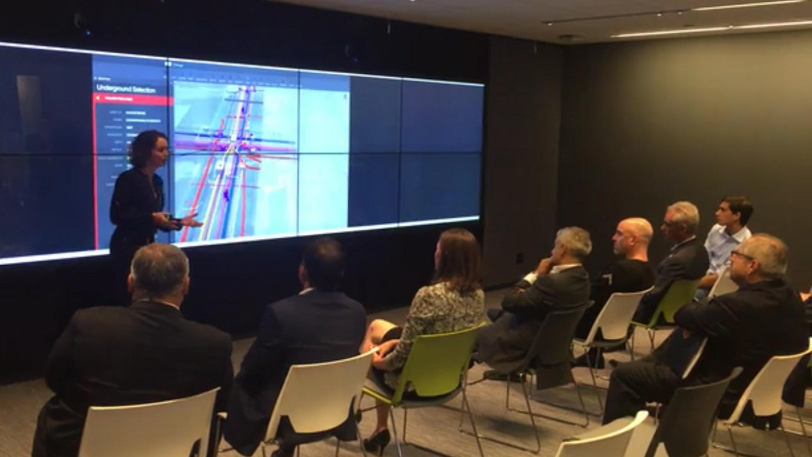 Figure 1: Chicago CIO Brenna Berman presents Cityzenith's 5D Smart City(TM) to Mayor Emmanuel and Mayor Khan.