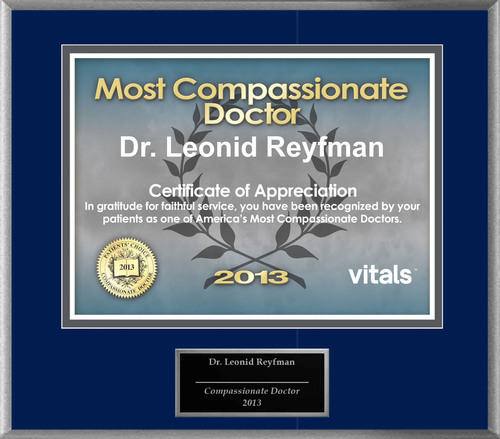 Patients Honor Dr. Leonid Reyfman for Vitals Compassionate Doctor Award.  (PRNewsFoto/American Registry)