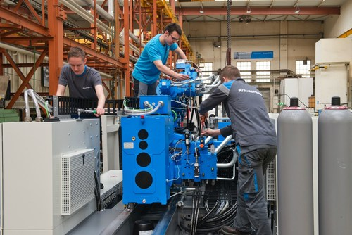 Commissioning a machine shortly before the delivery to the customer. - (c) KraussMaffei Technologies ...