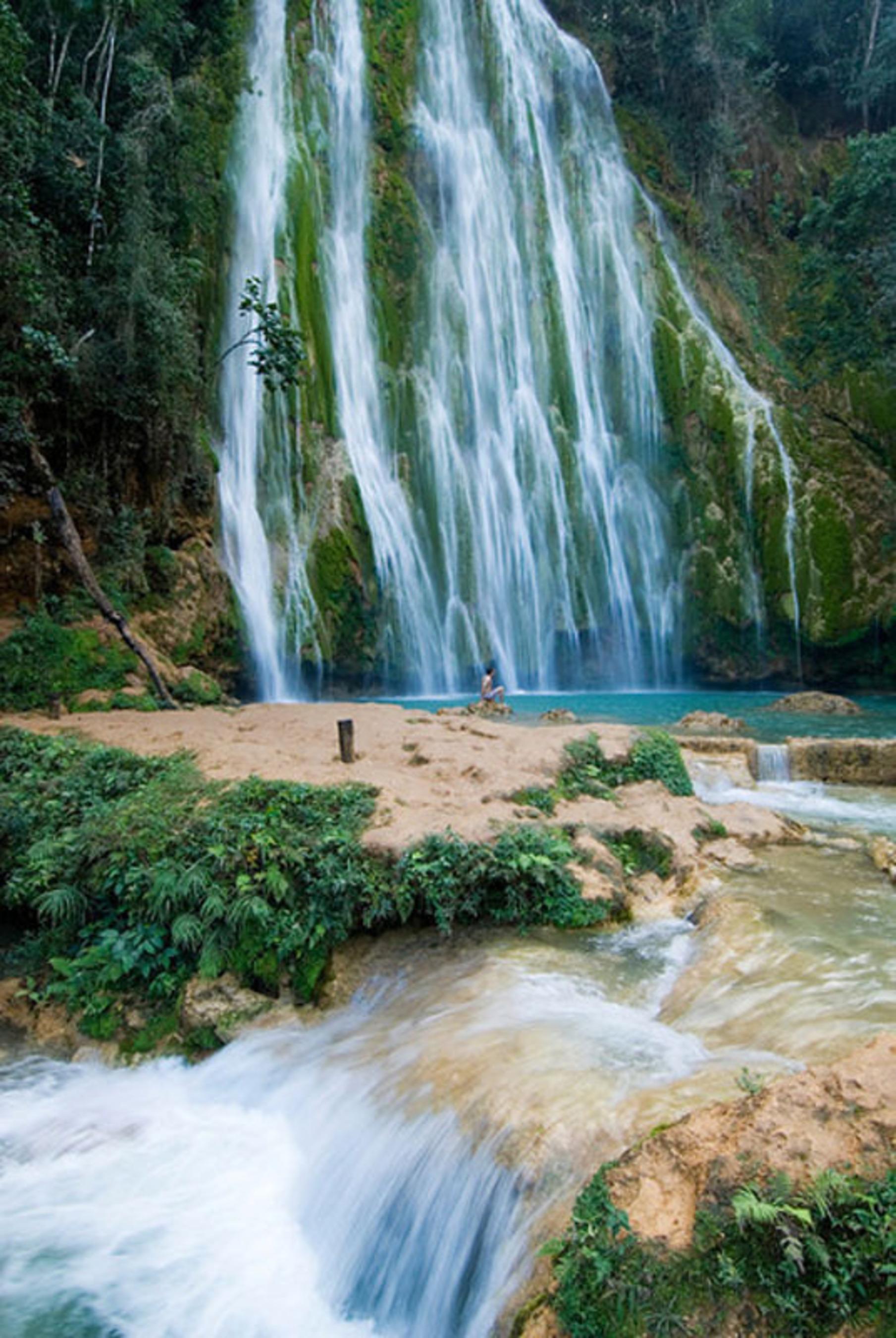 Jump into El Limon Waterfall, Samana Peninsula. www.GoDominicanRepublic.com.  (PRNewsFoto/Dominican Republic Ministry of Tourism)