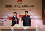 Mr. Zhang Jianhui (right), Vice Mayor of Zhengzhou and Mr. Patrick Zhang (left), President of Marketing and Solution Department of Huawei Enterprise jointly launched eLTE urban rail transportation solution. (PRNewsFoto/Huawei) (PRNewsFoto/HUAWEI)