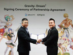 Xin Rong Mai, the executive director of Dream Square(left) and Hyun Chul Park, the CEO of Gravity(right) in the signing ceremony on January 15, 2015