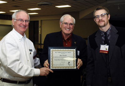 Southwest Farm Press Editor Ron Smith receives Texas Plant Protection Association's Outsanding Agricultural Communicator Award.  (PRNewsFoto/Penton)