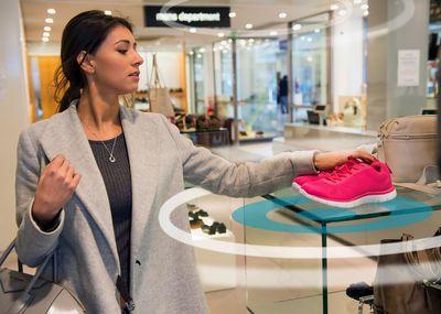 SmartFocus virtual beacons in-store (PRNewsFoto/SmartFocus)