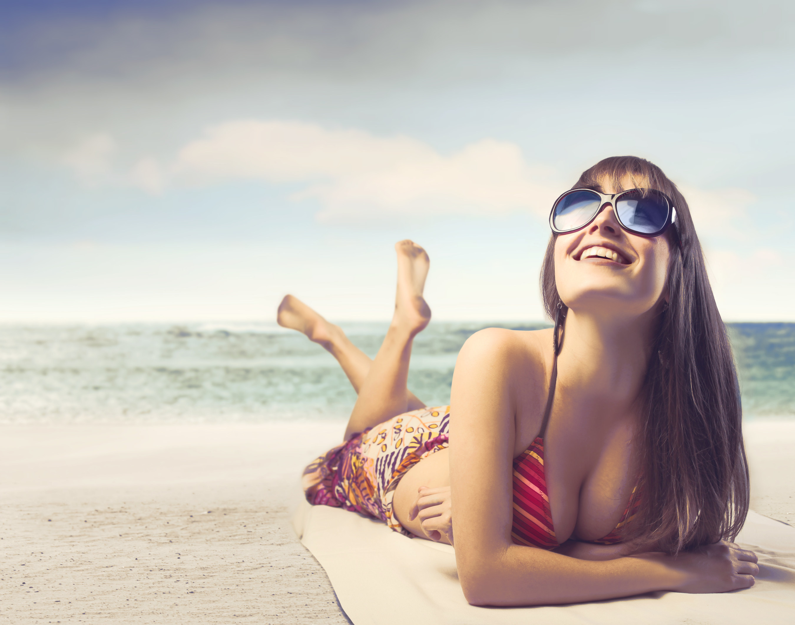 New Invisalign survey reveals that women want to improve their smiles as the temperature rises this summer.