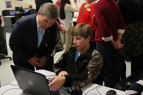 Ben Harbin with student. (PRNewsFoto/Pitsco Education) (PRNewsFoto/PITSCO EDUCATION)