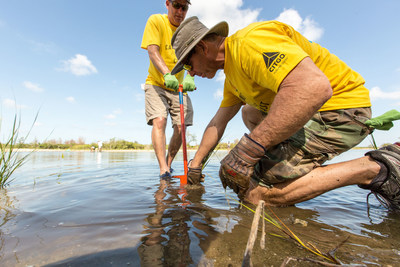 CITGO Volunteers Restore the Florida Gulf Coast