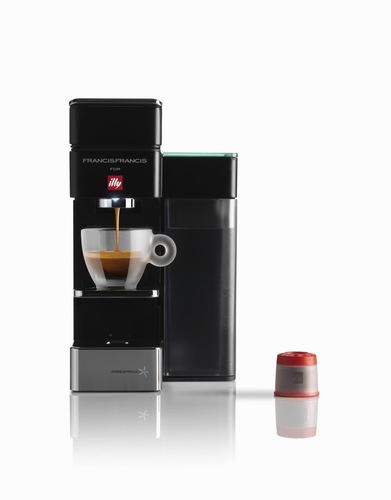 illy releases y5 its most compact single serve espresso machine. Black Bedroom Furniture Sets. Home Design Ideas