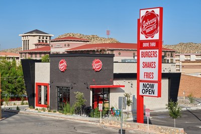 Johnny Rockets opens in El Paso, TX.  The location is the global restaurant chain's second location in the country to have a drive thru. Guests can dine in, drive thru or eat out on the restaurant's patio.