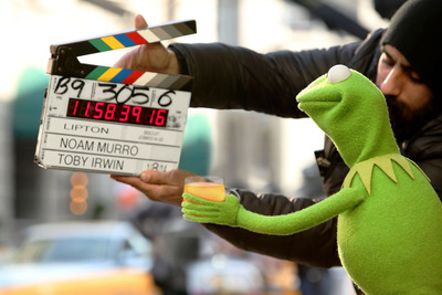 """Kermit the Frog during the filming of Lipton's """"Be More Tea(TM)"""" ad which debuts during the 2014 Oscars.  (PRNewsFoto/Lipton)"""